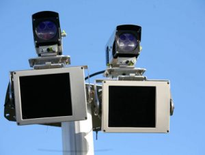 Radar tronçon amende, radar tronçon fonctionnement, radar tronçon marge erreur : Help Avocat vous dit tout du radar vitesse moyenne.